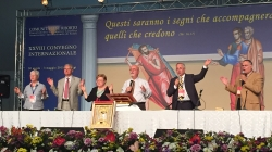 Y ESTOS PRODIGIOS ACOMPAÑARÁN A LOS QUE CREAN – reflexión Congreso Internacional 2015